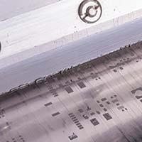 Leiterplatte wird mit Leitpaste beschichtet
